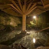 『いろはの湯』幻想的な空間の露天風呂。