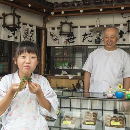 名物笹団子を食べて、にっこり♪♪