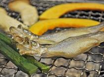 【夕食一例】炭火焼きでいただく新鮮な「ししゃも」は絶品です。(料理イメージ)