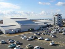 【外観】道の駅『四季の館』との兼用駐車場。250台駐車可能です!