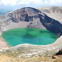 【蔵王お釜】エメラルドグリーンに輝く噴火口。エコーラインより山頂へ