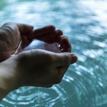 蔵王のお湯は東北随一の強酸性で、表皮の殺菌作用や皮膚を強くする作用で「美人づくりの湯」と有名