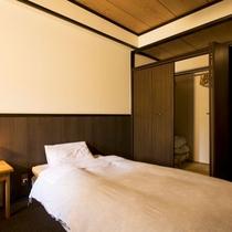 【スタンダード洋室】到着後すぐゴロゴロ寛げる快適なベッド♪靴を脱いでゆったり過ごす空間※広さ:21㎡