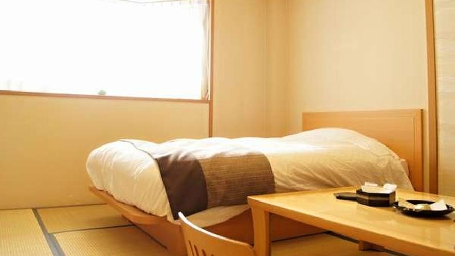 【本館】シングルベッド和洋室/やさしい和の風合いが漂う和室に、シングルベッドをご用意しました。