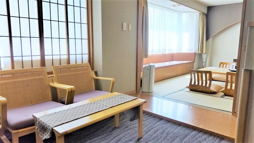 【こもれび】DX和洋室/和室スペース近くの談話スペースで車椅子のままおしゃべりも(イメージ)
