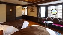 【レラの館】洋室ツイン(一例)/アイヌ文様をモチーフにしたデザイナーズルームの洋室です。