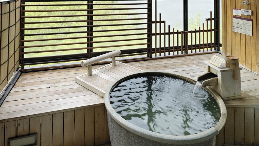 【別館】露天風呂付客室イメージ/露天風呂から望むのは、眼前に広がる阿寒の森と湖