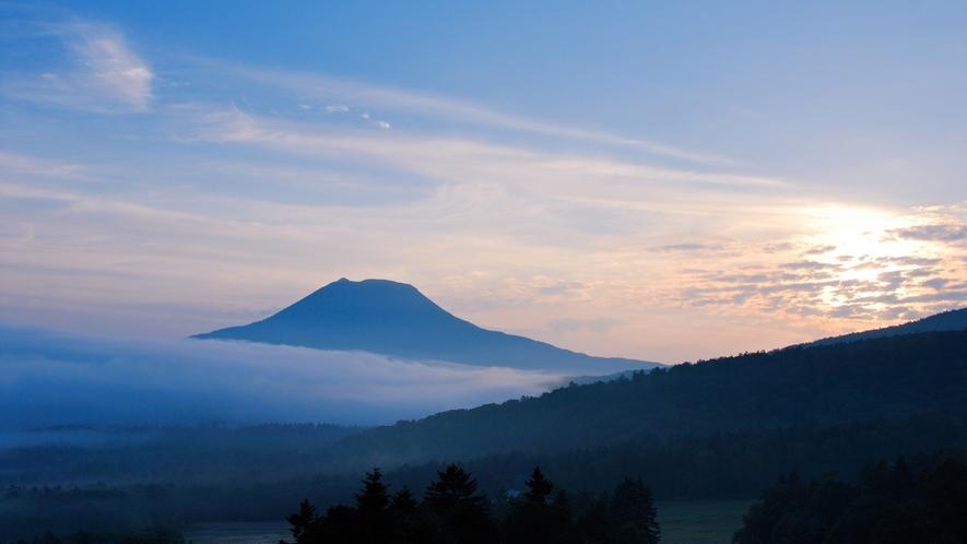 雌阿寒岳/こんな幻想的な風景に出会えるといいですね。
