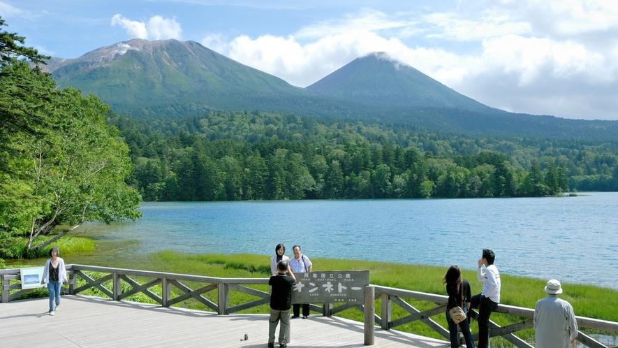 ■オンネトー/天候や風向き、見る位置によって湖の色がさまざまに変化!