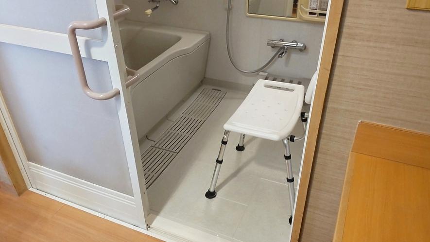 【こもれび】DX和洋室/浴室には高い椅子をご用意(イメージ)