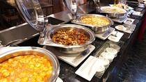 ■【メインダイニング天河】/オープンキッチンでは、出来立てアツアツのお料理をご用意しております!