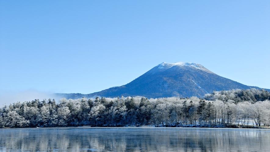 冬の阿寒湖/吸い込まれそうな風景が目の前に広がります。 ※イメージ