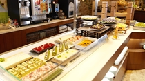 ■【メインダイニング天河】デザートコーナー/見た目にもおいしいスイーツを取り揃えております。