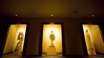 ■ギャラリー「ニタイ」/アイヌ彫刻に魅せられた彫刻家、滝口政満氏の木彫作品を一堂に集めたギャラリー