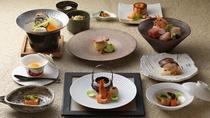 ■コタン膳/旬の味覚を愉しむ、鶴雅の基本となる和食です。(写真は一例)