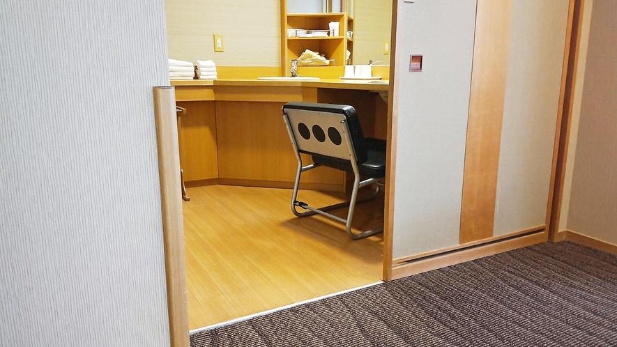 【こもれび】DX和洋室/洗面所にも段差がないので車椅子のままご利用OK(イメージ)