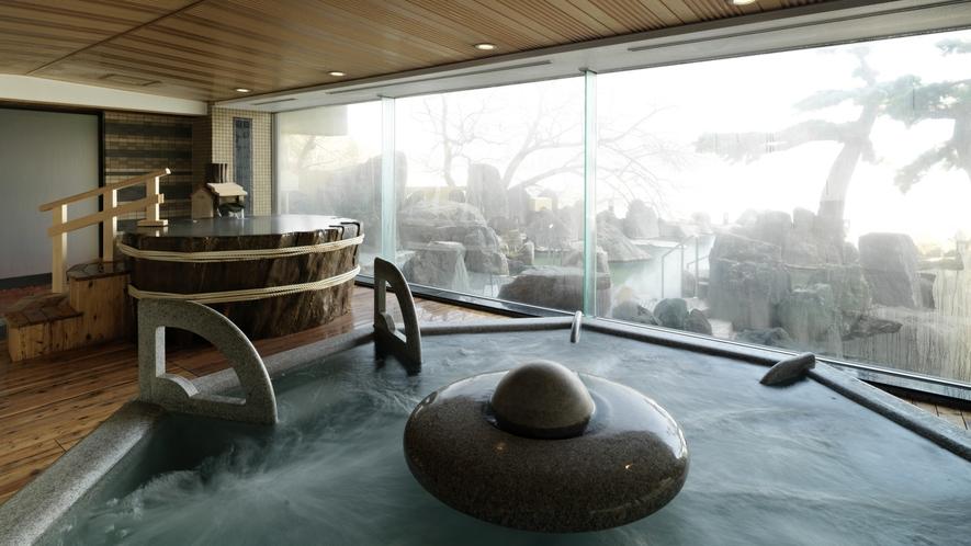 ■1F大浴場「豊雅殿」/窓の奥に見える阿寒湖畔の眺めと温泉の楽しさを同時にご堪能ください。