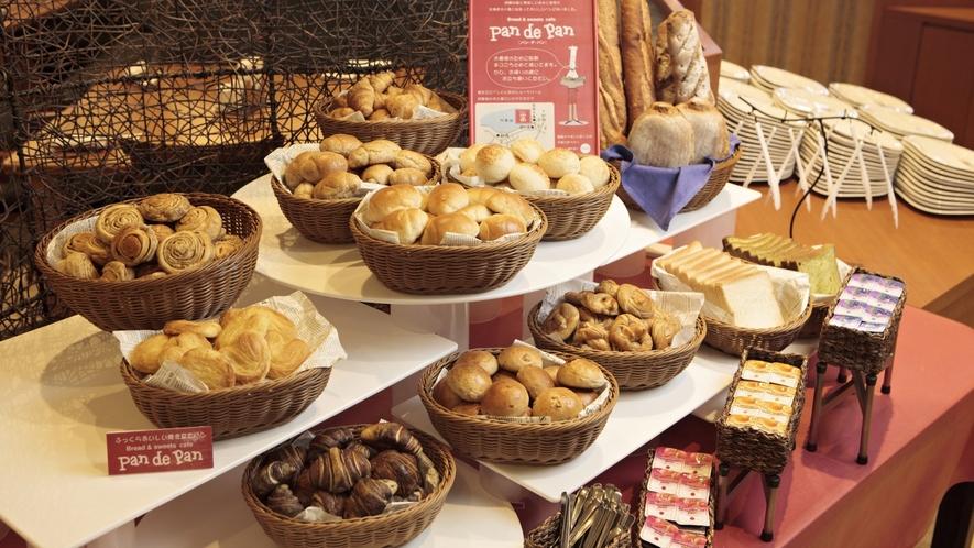 ■【メインダイニング天河】/ご朝食には、焼きたてパンをご用意!