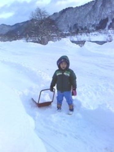 朝の仕事は雪かたし