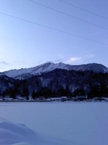 夕暮れの尾白山