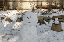 庭で 雪だるま