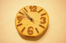 ゲストが体験工房で作った素敵な木工時計、バークに欲しい一品