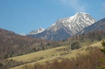 八ヶ岳赤岳を見ながらハイキング