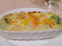 魚料理(シーフードグラタン)もバラエティ、肉の駄目なゲストさんに対応してます。