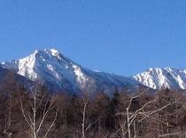 バークの庭を出ると八ヶ岳赤岳を望む