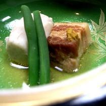 夕食一例(お肉と野菜の炊き合わせ)