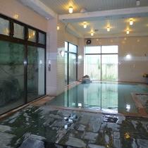 *開放感のある広々とした大浴場です。