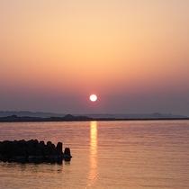 【景色】海から昇る朝日をご覧いただけます。