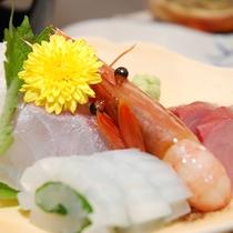 【夕食一例】海の傍の宿ならでは♪新鮮なお造り。