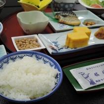 *おかわりは何杯でもOK♪佐渡産こしひかり『大野郷の米』を使用しております。