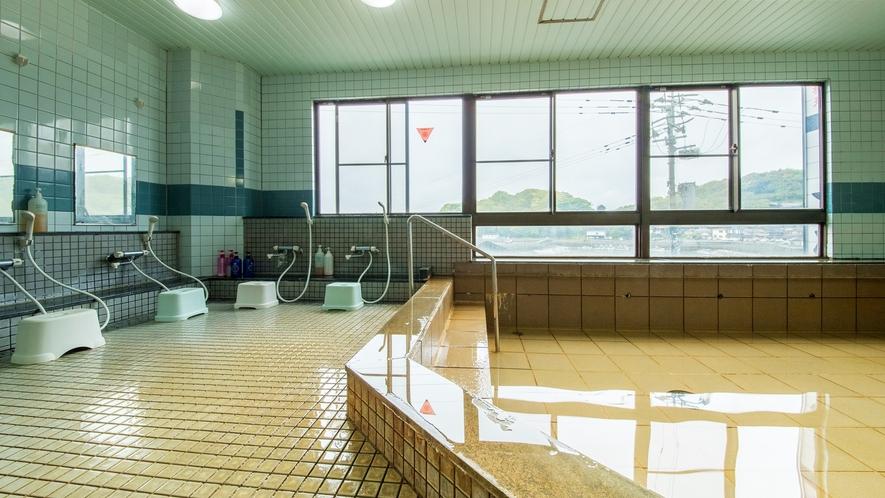 *【女湯展望風呂】竹崎港を一望できる自慢の展望大浴場。