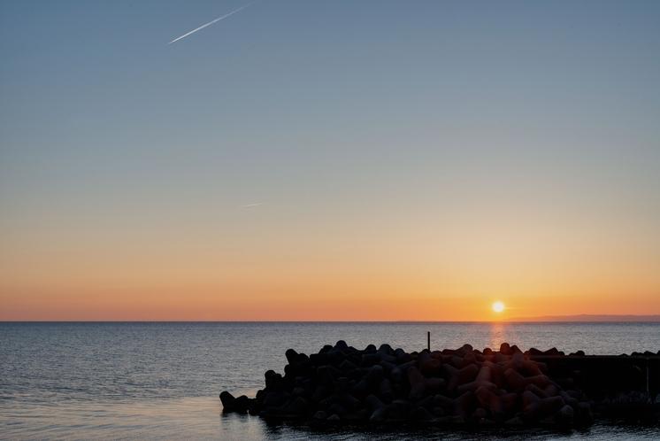 *景色/当館は「野積海水浴場」の目の前!オーシャンビューの宿で、ゆったりとお過ごしください。