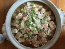 【コテージ】鍋の一例、鶏団子鍋。