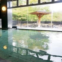 *【温泉/内湯】内湯の大きな窓からのぞく外の景色は四季によって様々な姿に変わります。