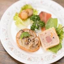 *【夕食・お料理】北海道と伊豆の食材の華麗なコラボ!一口食べれば素材の旨みが広がります。