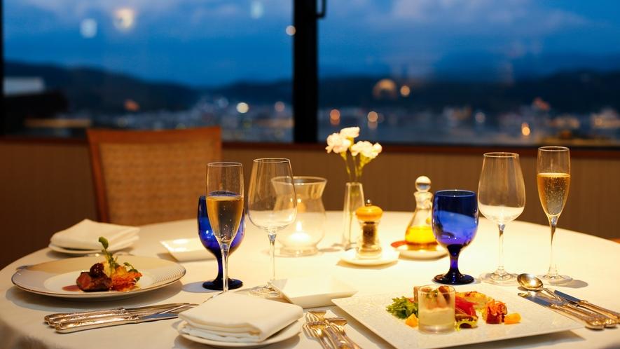 ★お二人の特別な時間を・・・福良湾の夜景とともにディナーをお愉しみください。