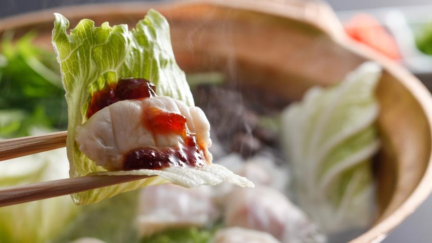 ★レタス・淡路島3年とらふぐ・ポン酢ジュレをのせて食べる新感覚鍋料理【美福鍋】一例