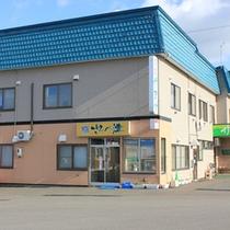 *【外観】駅まで直近!ビジネス&観光におすすめの宿。