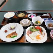 *朝食一例/旬の食材を生かした品々をご用意。