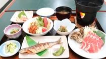 *夕食一例/姫マスの焼き魚や、ポーク肉のしゃぶしゃぶに舌鼓。