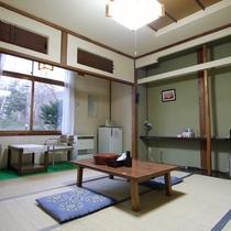 *和室10畳(客室一例)/足を伸ばしてのんびりとお過ごし下さい。
