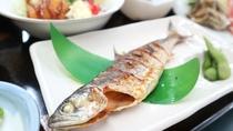 *夕食一例/焼き魚はふわふわの姫マスをご用意。
