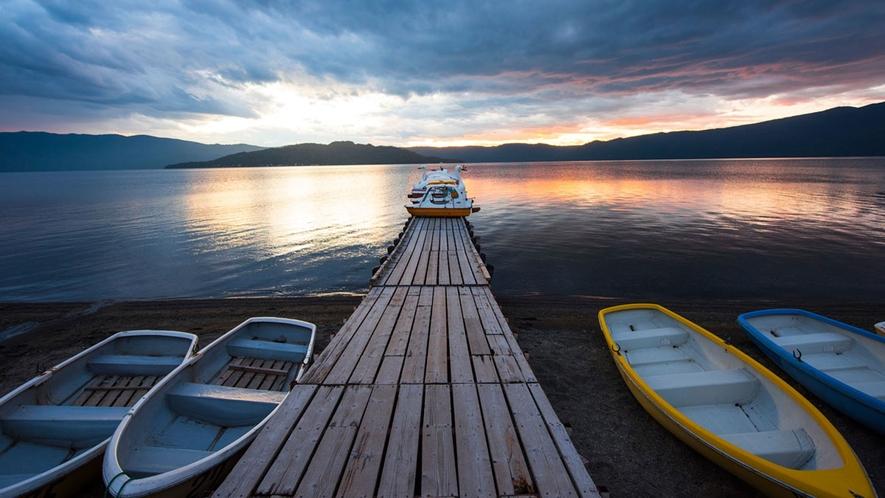**屈斜路湖/阿寒国立公園中最大の湖は北海道の代表的な観光名所。