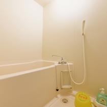 *和室8畳(客室一例)/簡素ではございますが、バスルームを完備!お好きな時にご利用下さい。