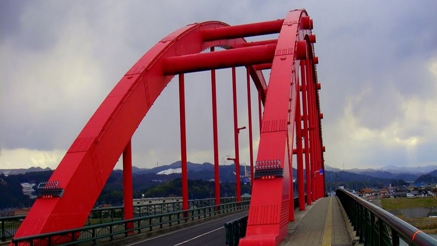 ★古志大橋★赤い橋として、地元では有名な橋。この橋を目印にリッチガーデンを目指せば着きます!!