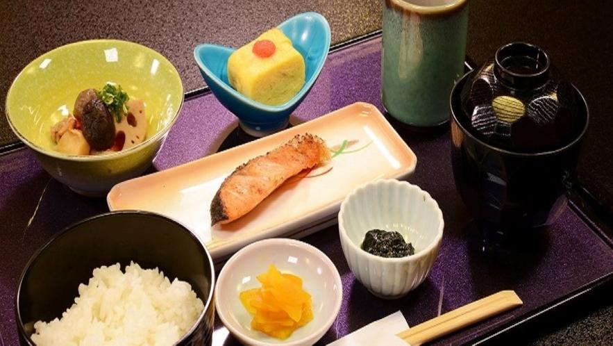 朝食(和定食)事前予約制 ※焼き魚とおかずは、日毎に変わります(600円)